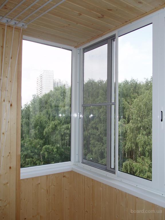 3-obshivka-balkona-vnutri-plastikovoj-i-derevyannoj