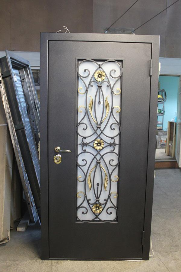металически входные двери со стеклопакетом